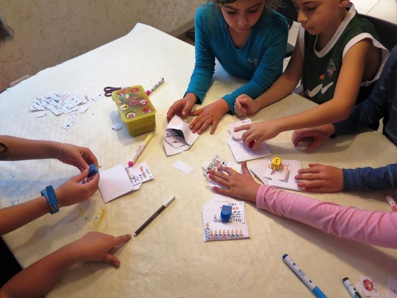 רעיונות לחנוכה באנו צופן לחפש פעילות בבית לילדים לחנוכה