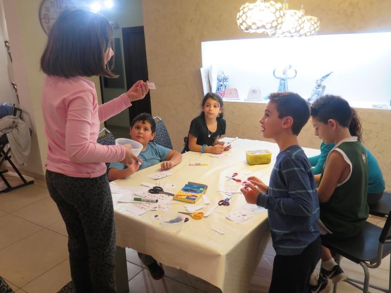 הפעלה לחנוכה באנו צופן לחפש פעילות בבית לילדים לחנוכה