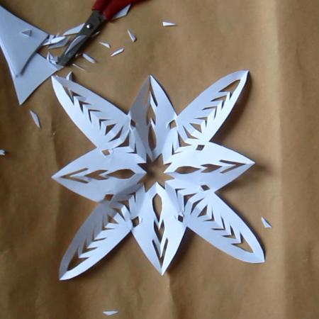 יצירה לחורף – הכנת פתיתי שלג